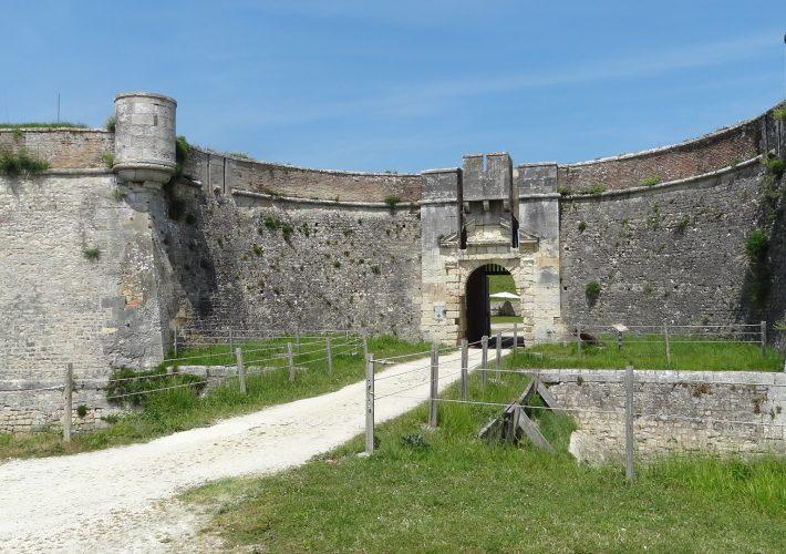 Porte d'entrée du donjon réduit